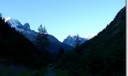 Sonnenaufgang ueber den Bergen oberhalb von Chamonix