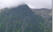 Blick zum Mont Lachat mit Streckenfuehrung der Tramway du Mont Blanc