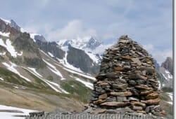 Steinhügel am Col de la Seigne