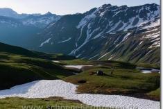 Zeltstelle zwischen Altschneefeldern
