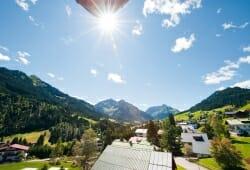 Travel Charme Ifen Hotel - Ausblick vom Balkon im Sommer