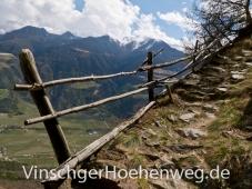 Tiefblick am Vinschger Hoehenweg