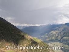 Regen ueber dem Vinschgauer Tal