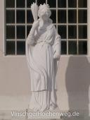Eine Skulptur aus Laaser Mamor
