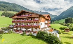 Vitalpina Hotel Magdalenahof - Aussenansicht Sommer