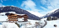 Vitalpina Hotel Magdalenahof - Aussenansicht im Winter