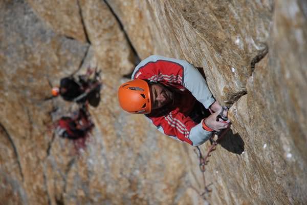 Die schwierigste Seillänge ist auf 6050 Metern der feine Fingerriss der 17. Seillänge (IX+)