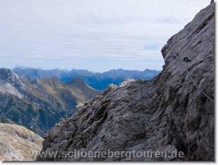 Auf dem Heilbronner Weg - Im Hintergrund die Lechtaler Alpen
