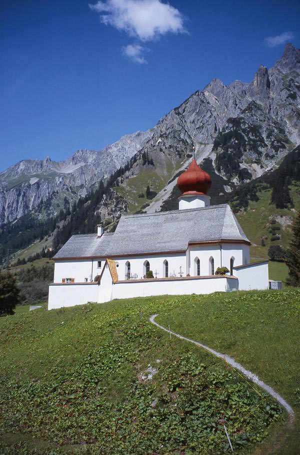 Vier Jahreszeiten Wanderbuch - Kirche in Stuben