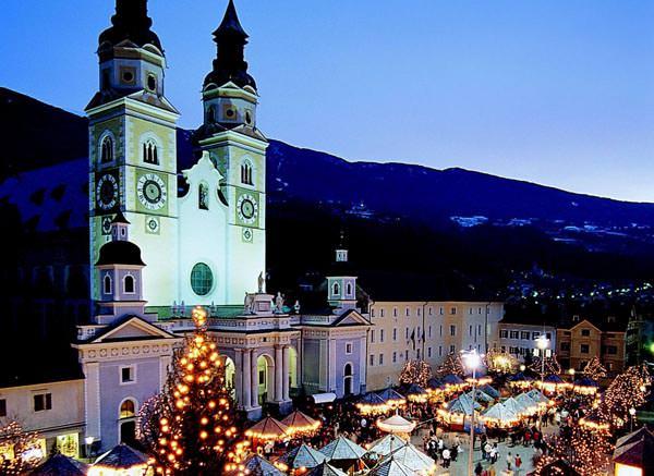Der Christkindlmarkt am Domplatz in Brixen
