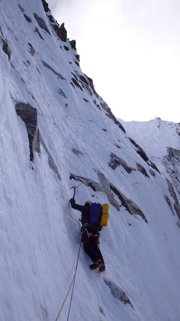 Ama Dablam Expedition 2010 - David klettert in der Nordwand