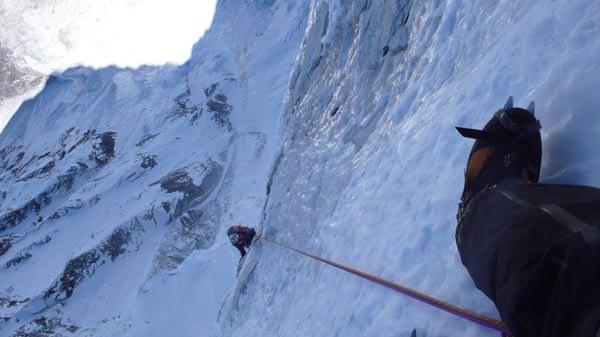 Ama Dablam Expedition 2010 - Kazuya klettert in der Nordwand