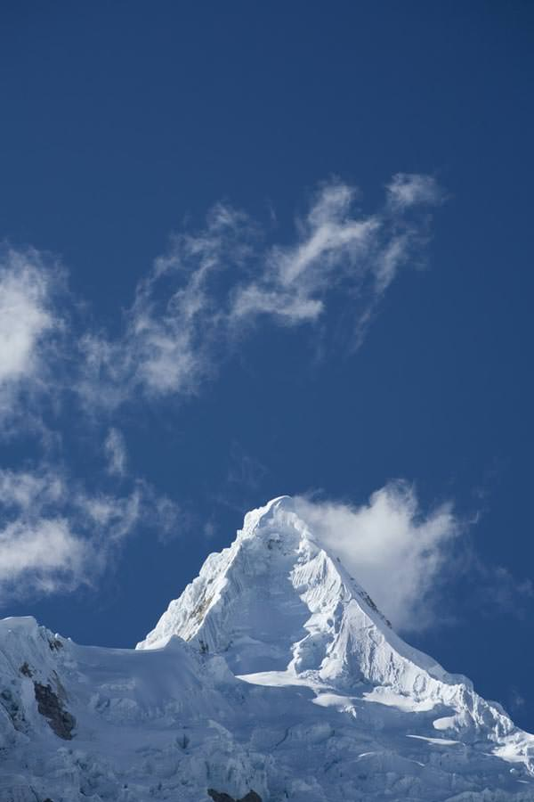 Alpamayo, 5947 Meter, von Nordwesten, Cordillera Blanca, Peru.