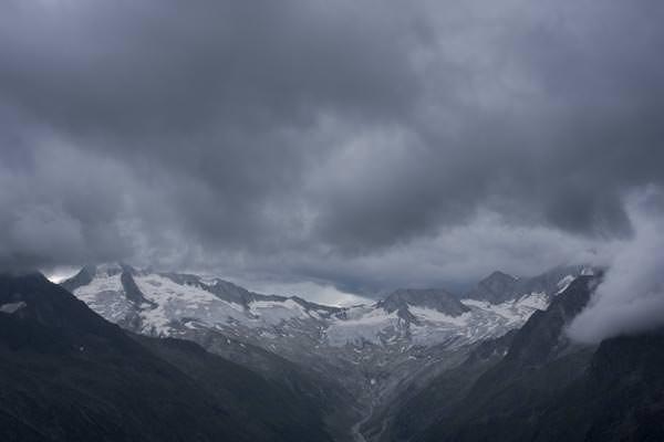 Schlechtwetter ueber dem Grosser Moeseler (links), Zillertaler Alpen, Tirol, Oesterreich