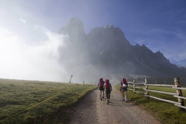 Wanderszene am Peitlerkofel, Suedtirol, Italien