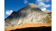 """James Pearson schafft die erfolgreiche """"One Push""""-Begehung von """"Joy Division"""". Die Route am Monte Qualido in Val di Mello, Italien, setzt sich aus den Teilen von drei einzelnen Routen zusammen […]"""