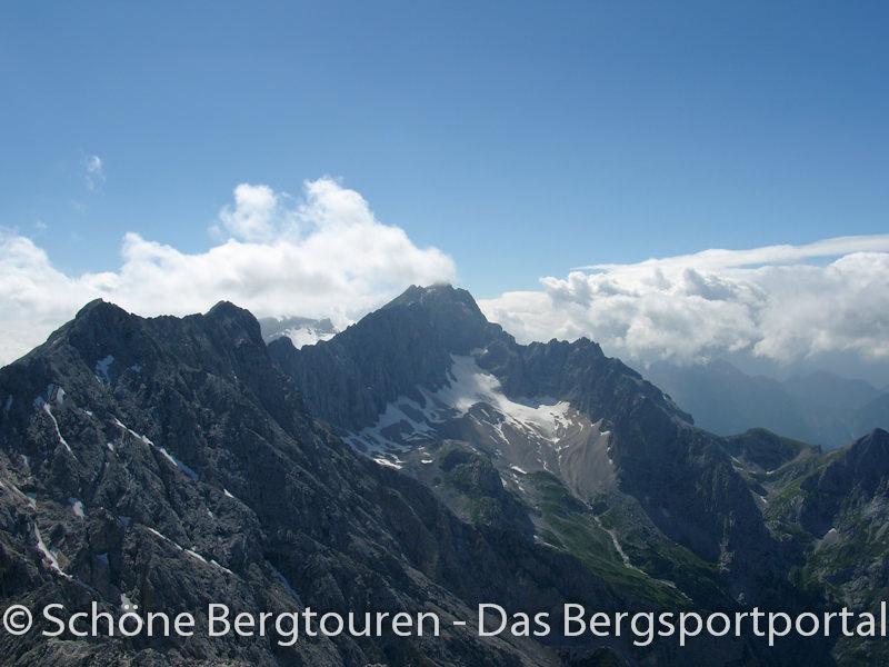 Blick zur Zugspitze mit Jubilaeumsgrat