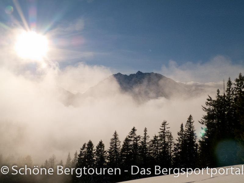Watzmann ueber den Wolken