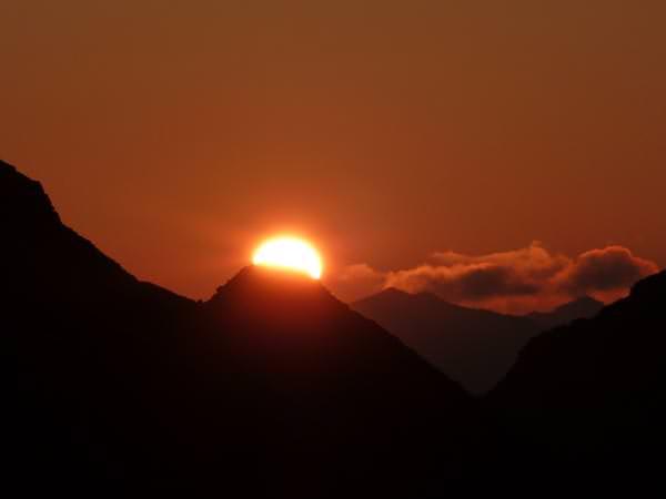 11 Gipfel Tour - Sonnenaufgang ueber dem Eisatz