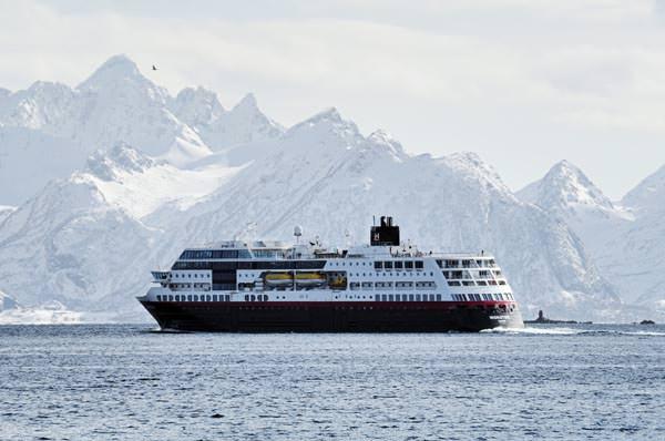 Hurtigruten - MS Midnatsol auf dem Weg zu den Lofoten