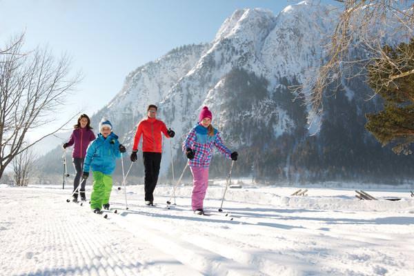 Achensee - Familie beim Langlauf