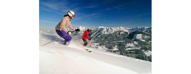 Tannheimer Tal - Skifahrer im Pulverhang