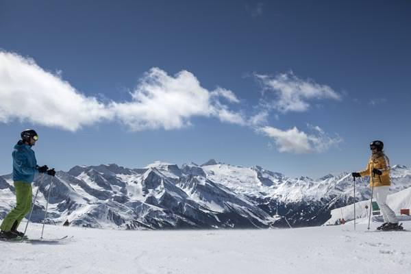 Tux-Finkenberg - 2 Skifahrer