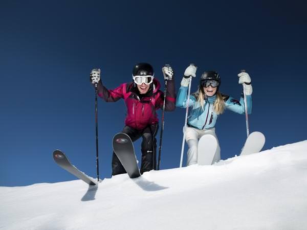 Tux-Finkenberg - Skifahrer am Absprung
