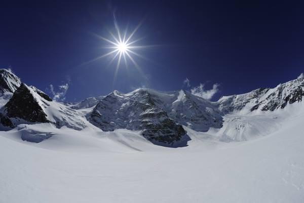 St Moritz: Piz Palue mit der Sonne im Gegenlicht