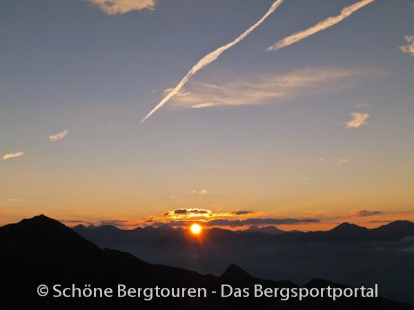 11 Gipfel Tour 2013 - Sonnenaufgang vom Gipfel des Rudlhorn