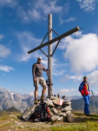 11 Gipfel Tour 2013 - Am Gipfelkreuz der Amperspitze