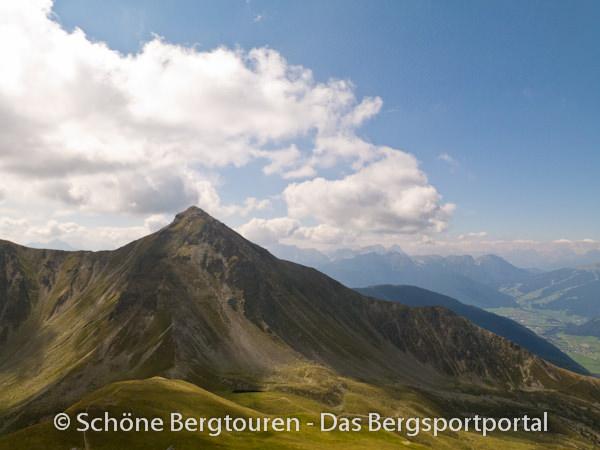 11 Gipfel Tour 2013 - Rueckblick zur Amperspitze
