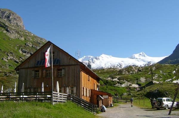 Osttirol - Johannishuette mit Grossvenediger