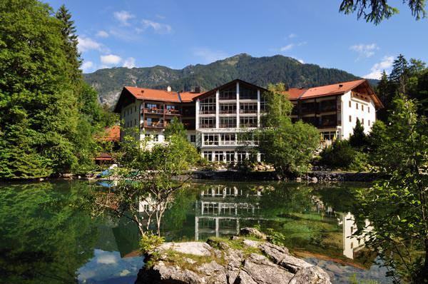 Hotel am Badersee - Aussenansicht im Sommer