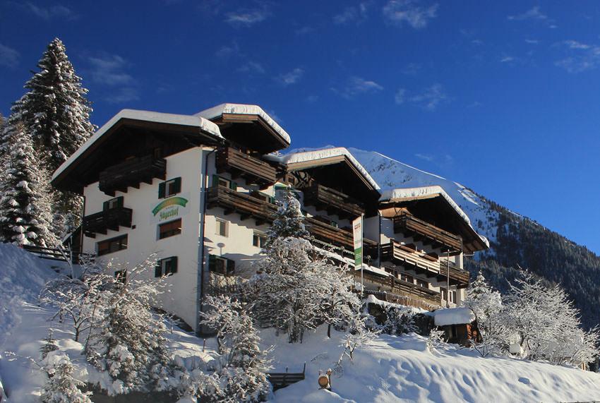 Hotel Jaegerhof - Aussenansicht im Winter