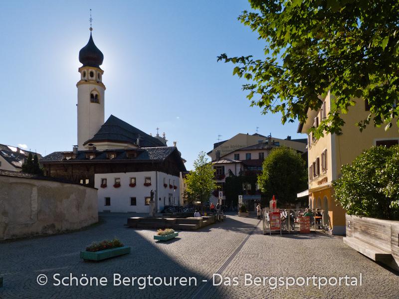 Hochpustertal - Kirche und Bar Cafe Rudy