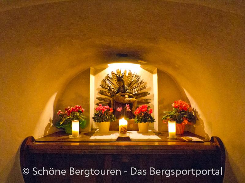 Eggental - Altar im Eggental - Altar im Kircheninneren