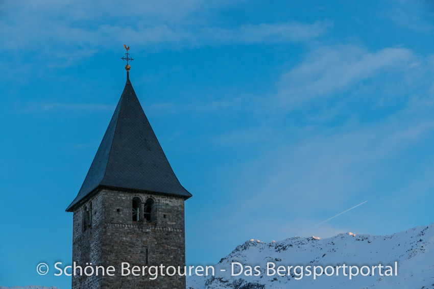 Davos Klosters - Kirchturm in Klosters Platz