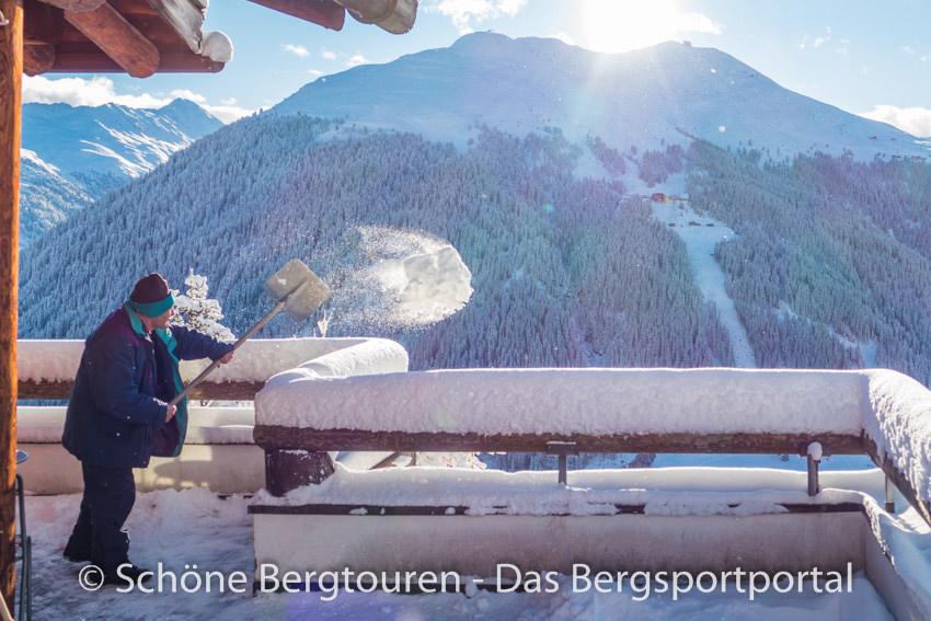 Davos Klosters - Schnee schaufeln