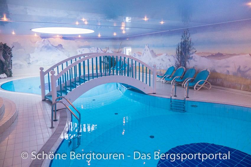 Hotel Kreuzbergpass - Felsenschwimmbad