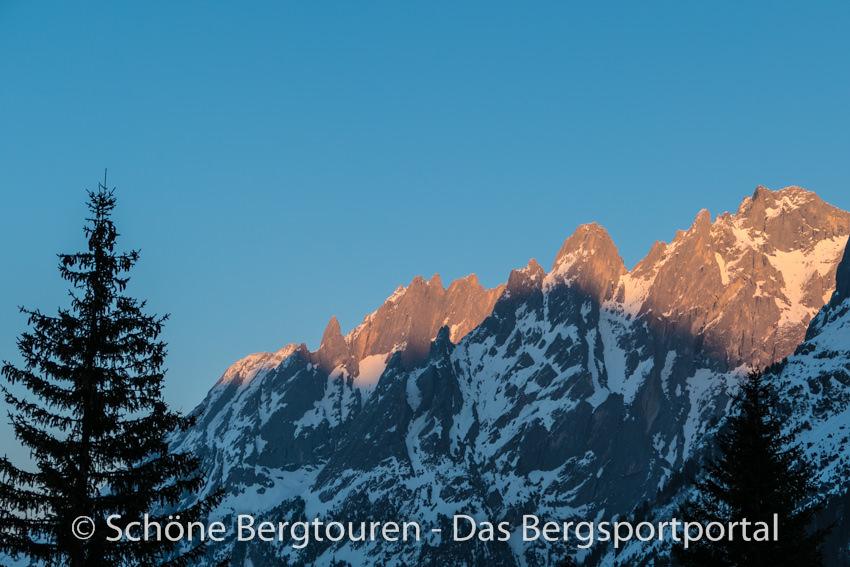 Haslital - Gluehende Bergspitzen
