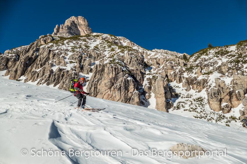 Skitourengeher bei Abfahrt
