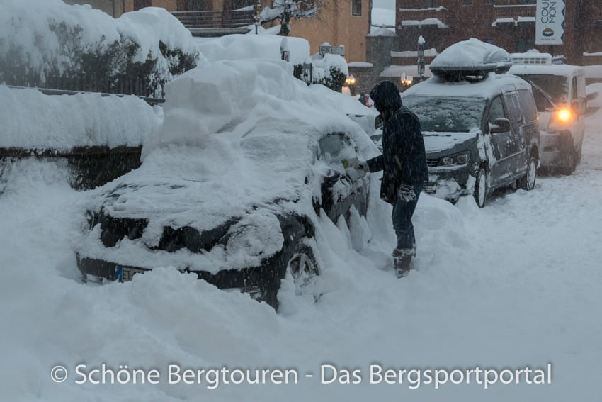 Courmayeur - Auto ausgraben