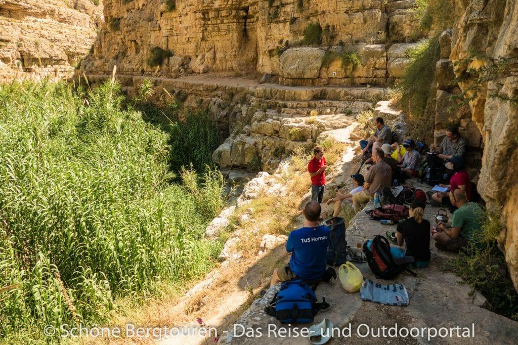 Israel - Pause beim Wandern im Wadi Qelt