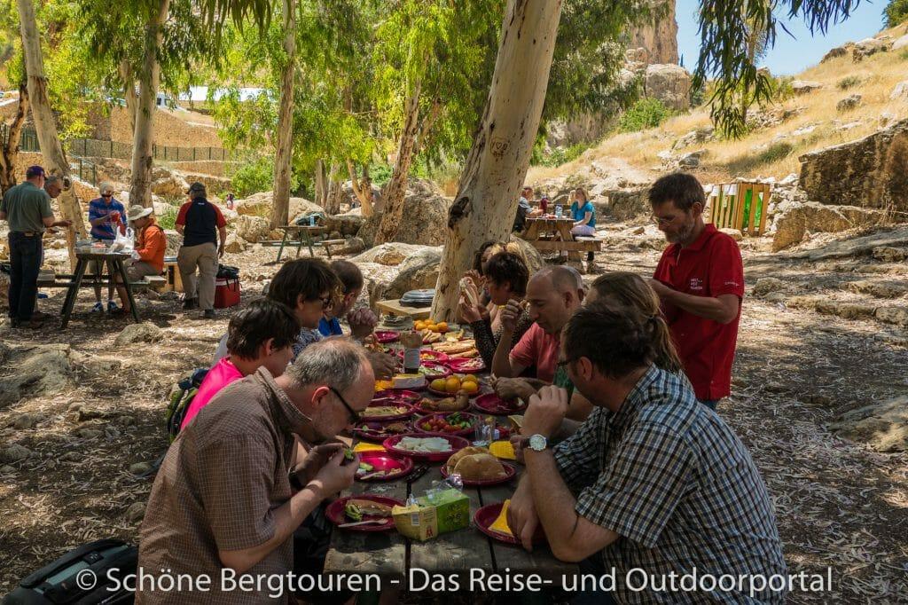 Israel - Picknick in der Oase an der Fara-Quelle