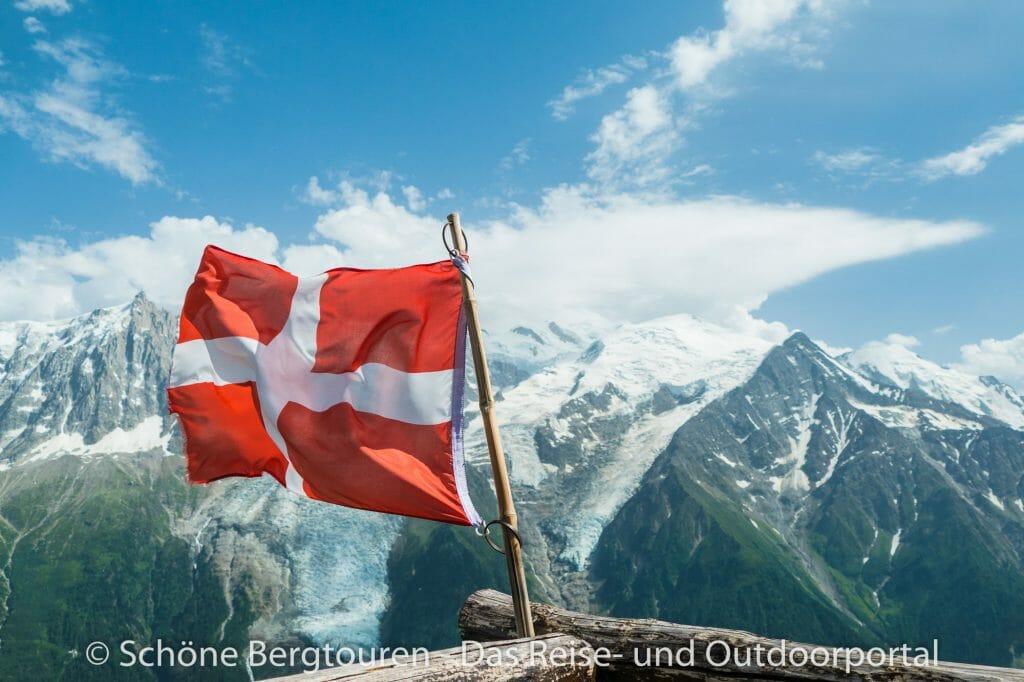Chamonix - Fahne am Refuge Bellachat