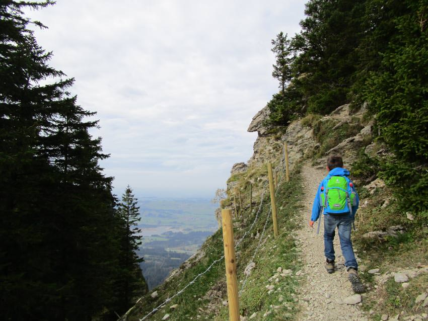 Hiking-Blog - Kind wandert am Berg