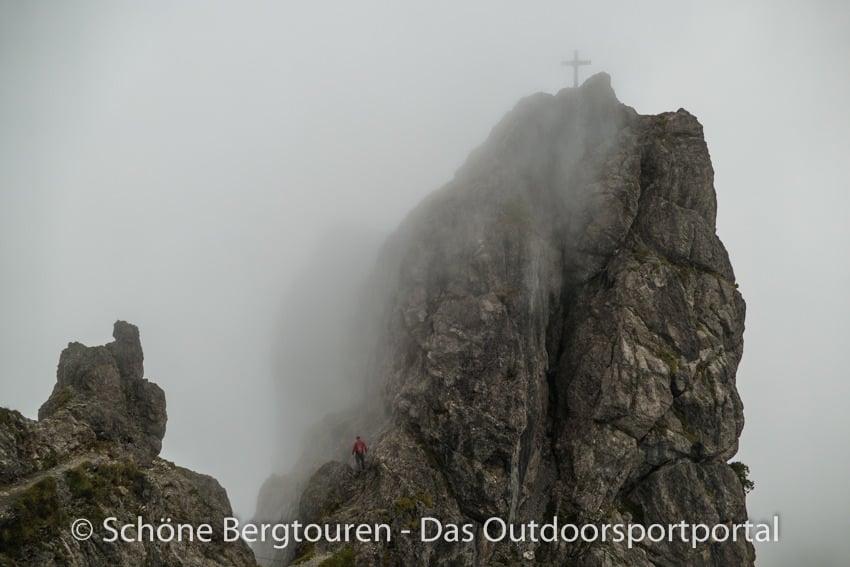Fuerstentum Liechtenstein - Drei Schwestern im Nebel