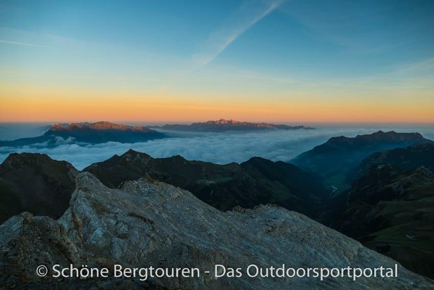 Fuerstentum Liechtenstein - Morgendaemmerung vom Naapfkopf