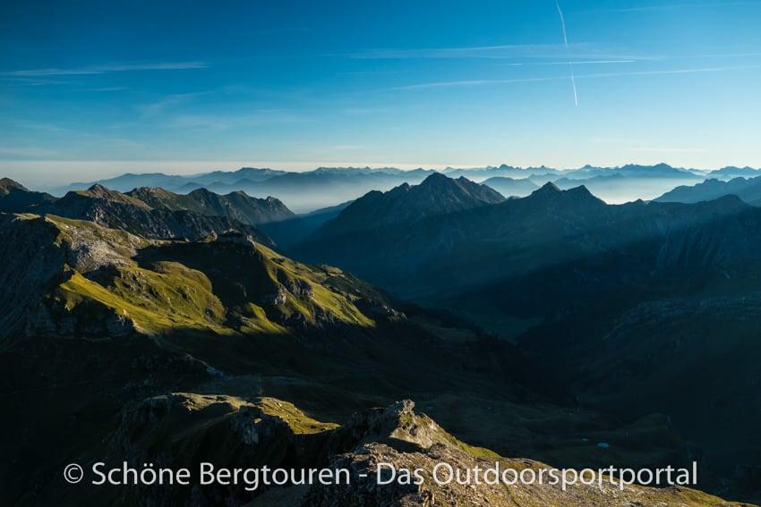 Fuerstentum Liechtenstein- Panorama beim Abstieg vom Naafkopf